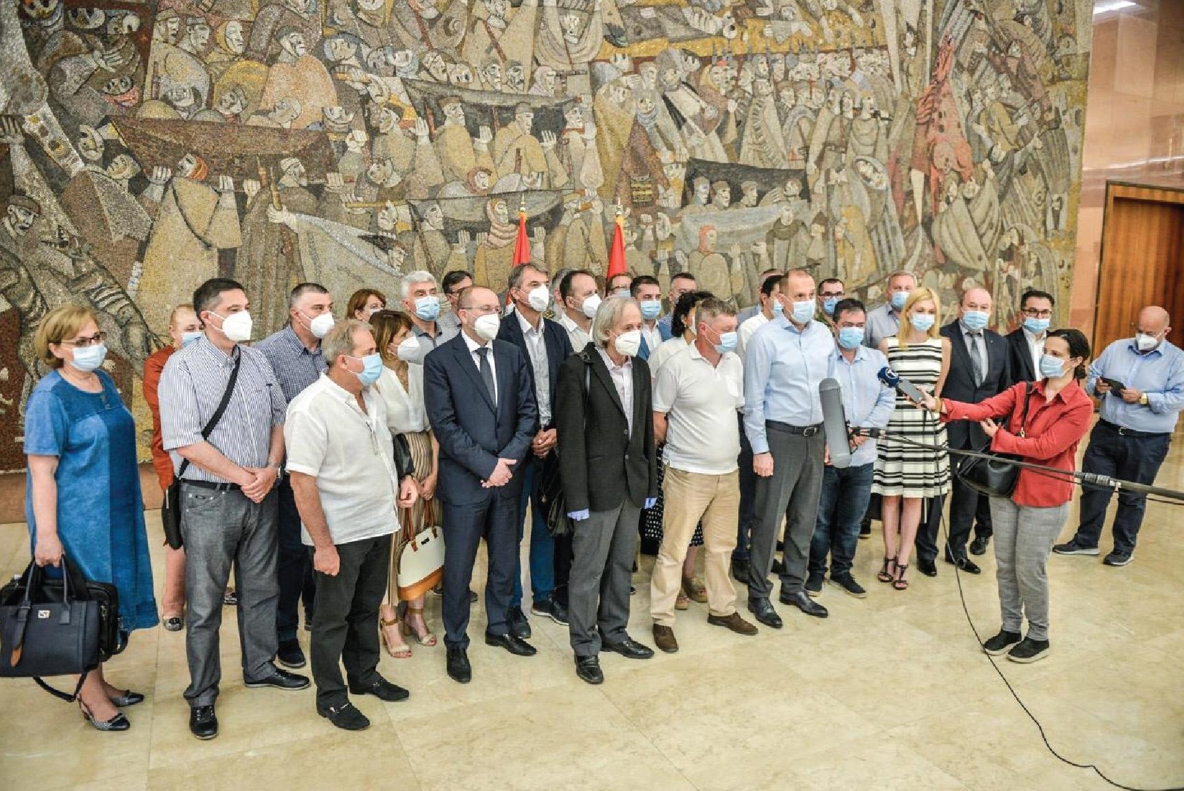 Апел здравствених радника Србије: будимо одговорни и поштујемо мере превенције