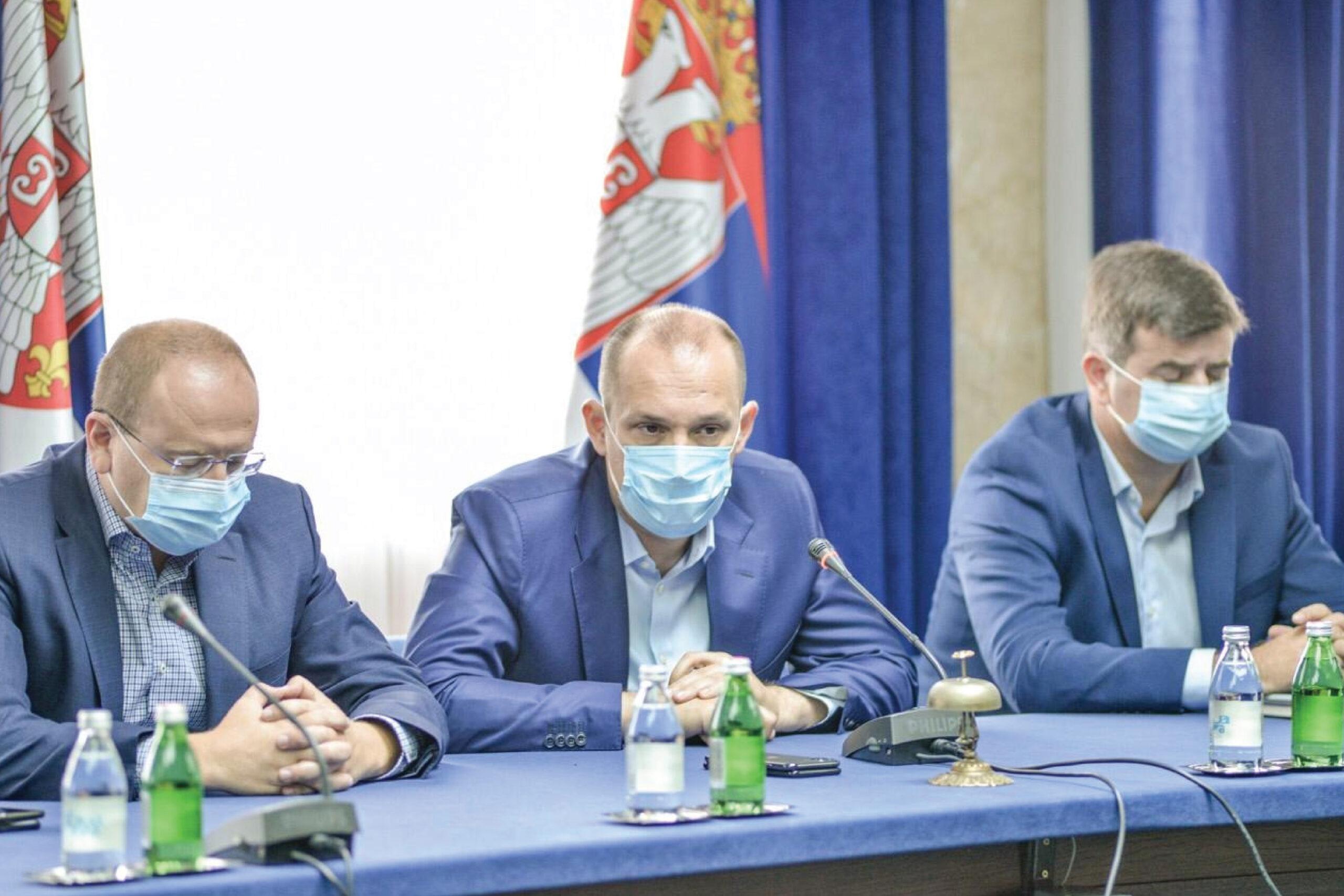 Лончар: Мање пацијената у ковид болницама, али више прегледа
