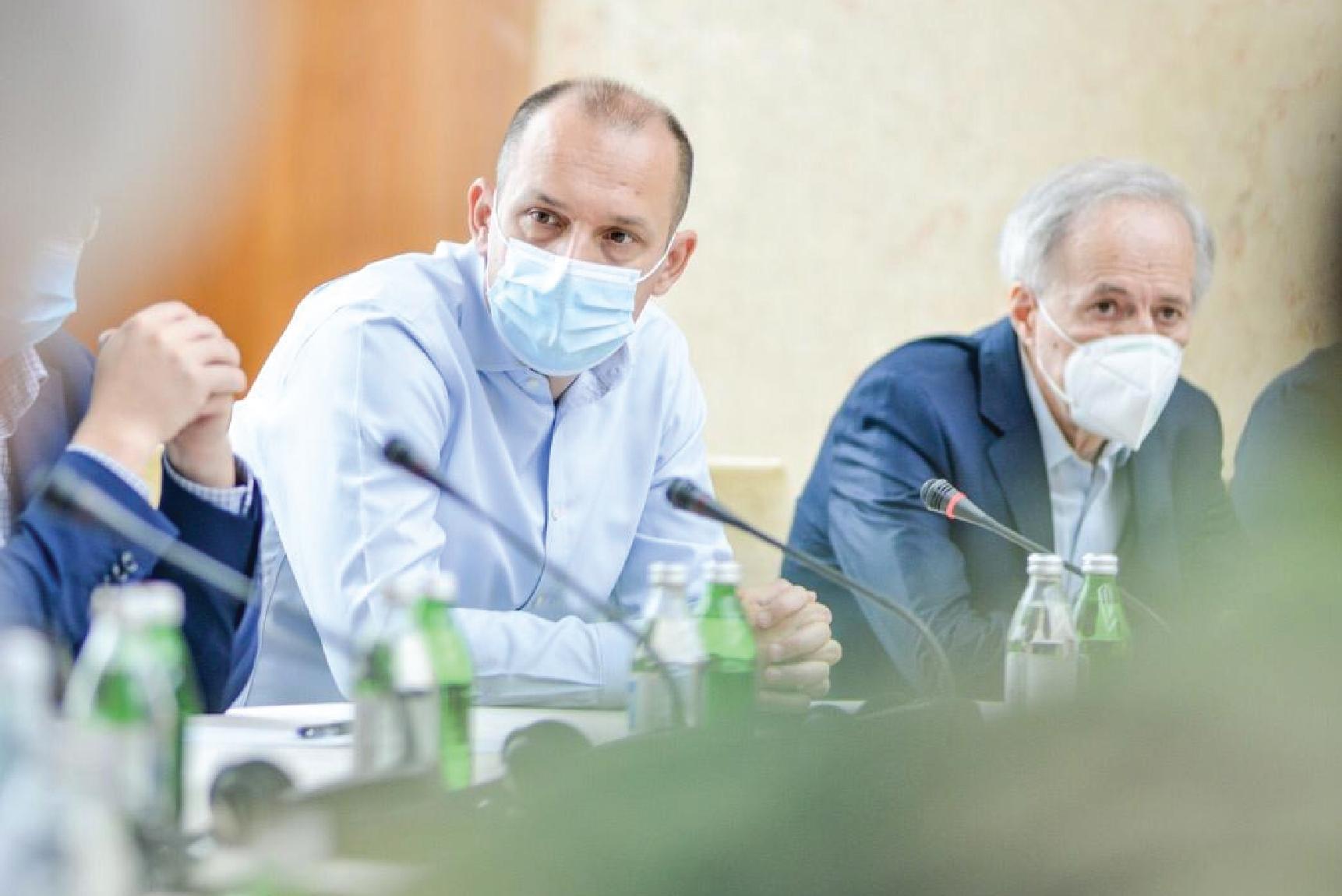 Одлука о мерама за туристе из Црне Горе биће у интересу здравља
