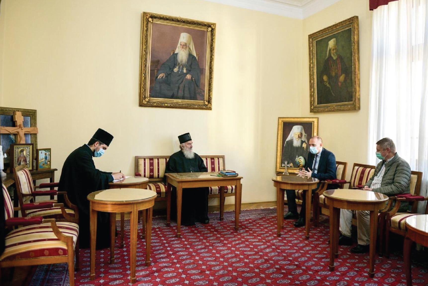 Лончар са патријархом: Поштовати мере и током слава